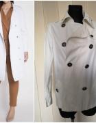 biały płaszcz Zara...