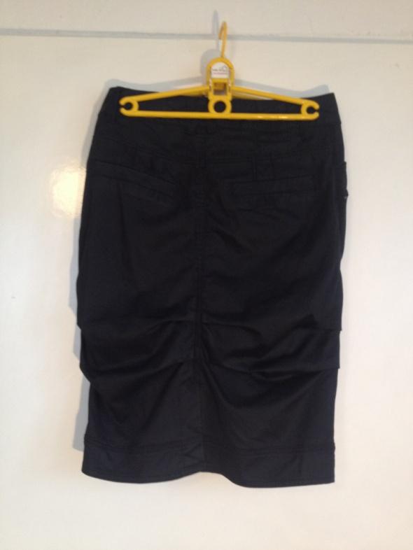 Czarna spódnica zakładki z kieszeniami M S 36 38 unikatowa oryg...