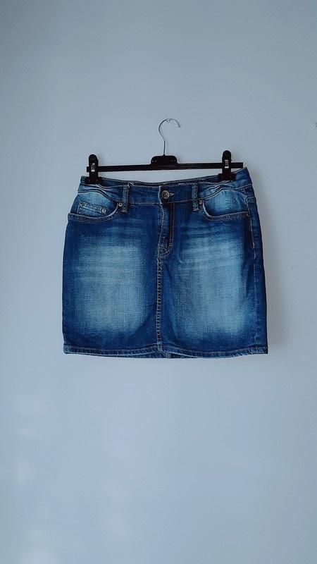 Krótka spódniczka z jeansu...