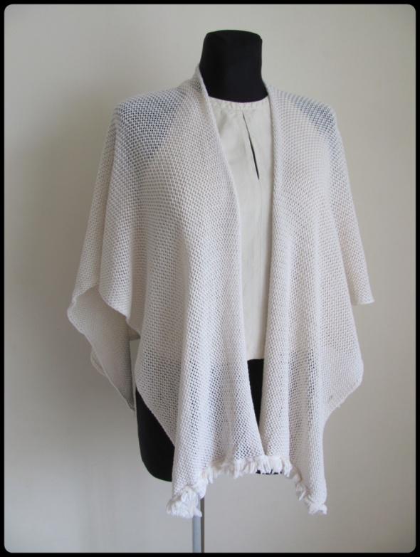 Swetry Prosta bawełniana narzutka w uniwersalnym rozmiarze ECRU