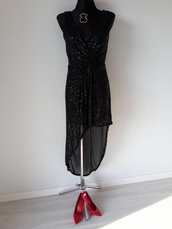 Czarna sukienka z cekinami maxi