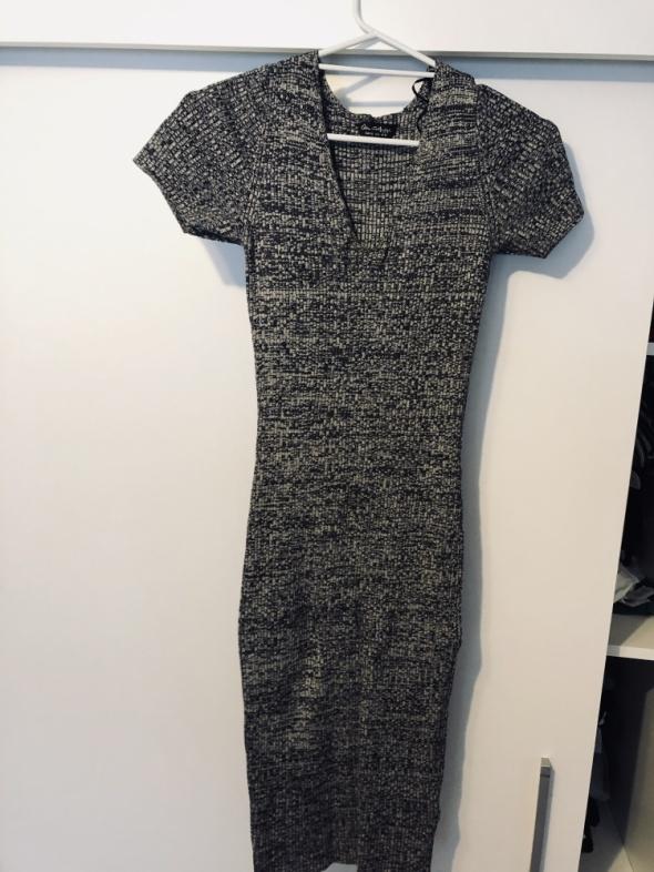 Długa materiałowa sukienka