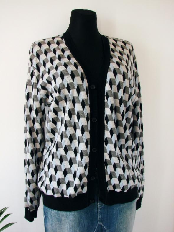 Rozpinany sweterek w geometryczne wzory