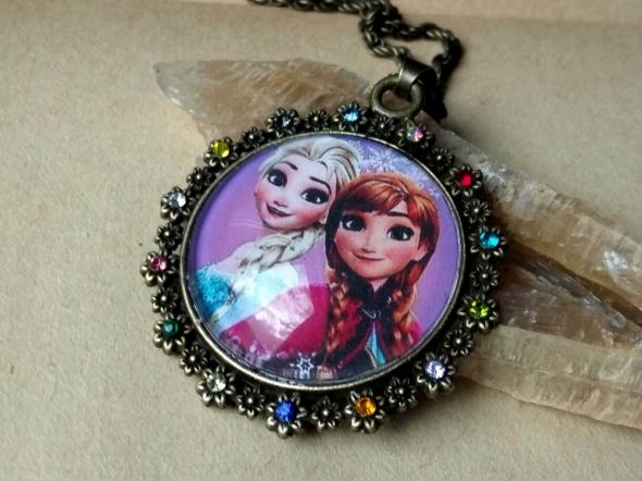 Anna i Elsa Frozen Kraina Lodu medalion wisior naszyjnik kryszt...