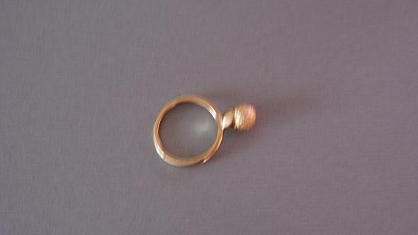 pierścionek w kolorze złota z oczkiem
