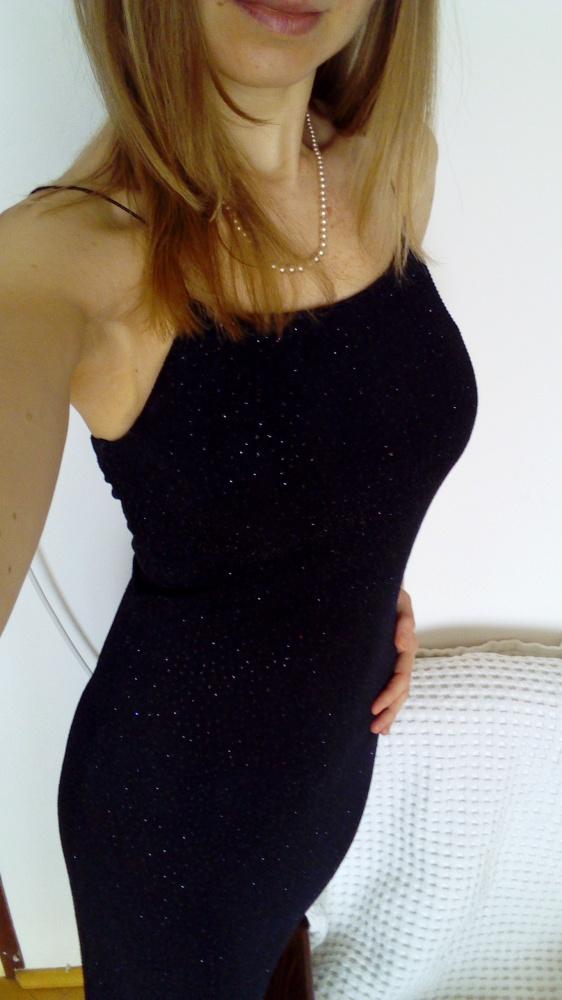 Czarna długa suknia