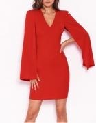Elegancka sukienka z długimi rozciętymi rękawami czerwona