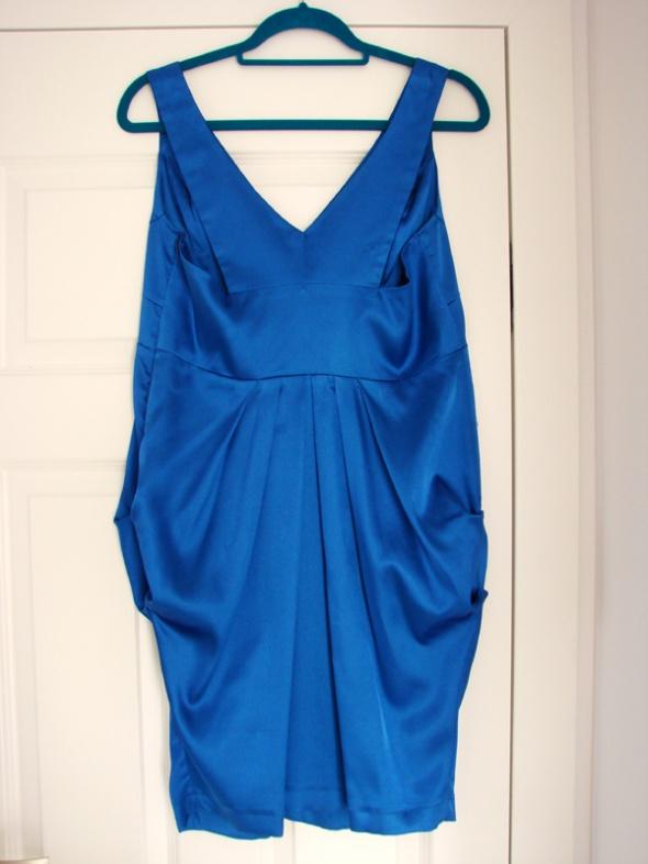 Elegancka kobaltowa sukienka tulipan