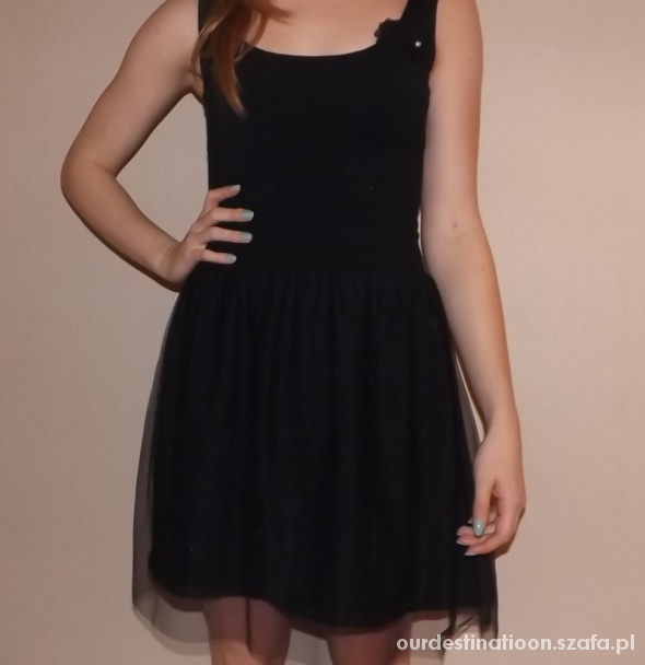 Czarna sukienka z tiulem...