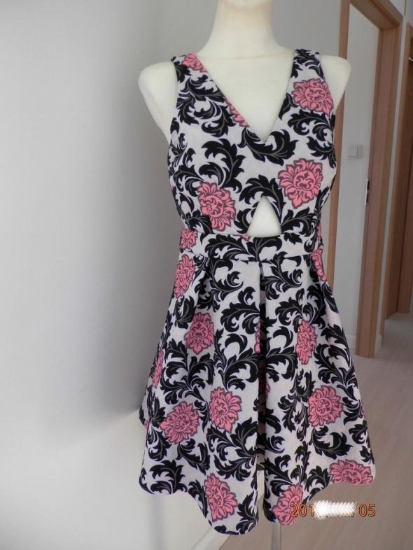 Sukienka Kremowa Rozkloszowana Kwiaty Wieczorowa Imprezowa Żakardowa by UK 38