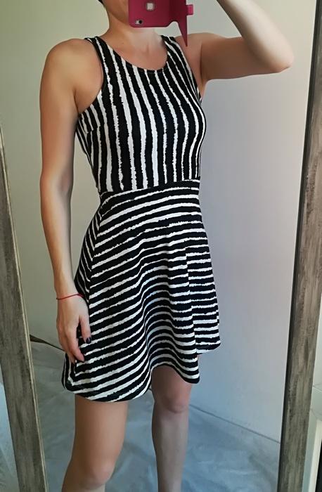 H&M sukienka rozkloszowana pasy XS