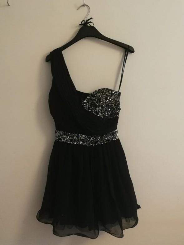 Szyfonowa sukienka zdobiona wieczorowa na jedno ramię