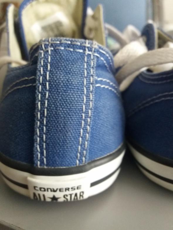 Niebieskie konversy