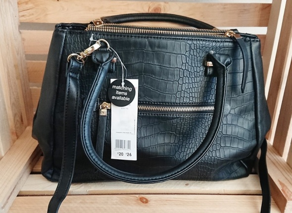 F&F czarna torba kuferek na ramię listonoszka...