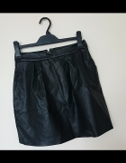 czarna spódnica z eko skórki Mohito