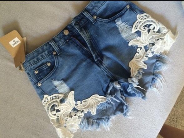 Jeansowe szorty koronka