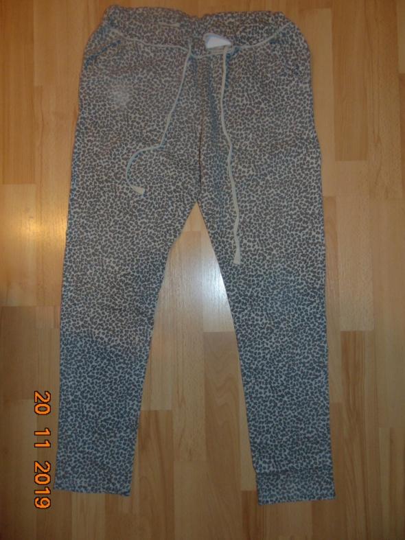Spodnie na gumce wzór panterka