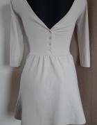 Beżowa sukienka z guzikami...