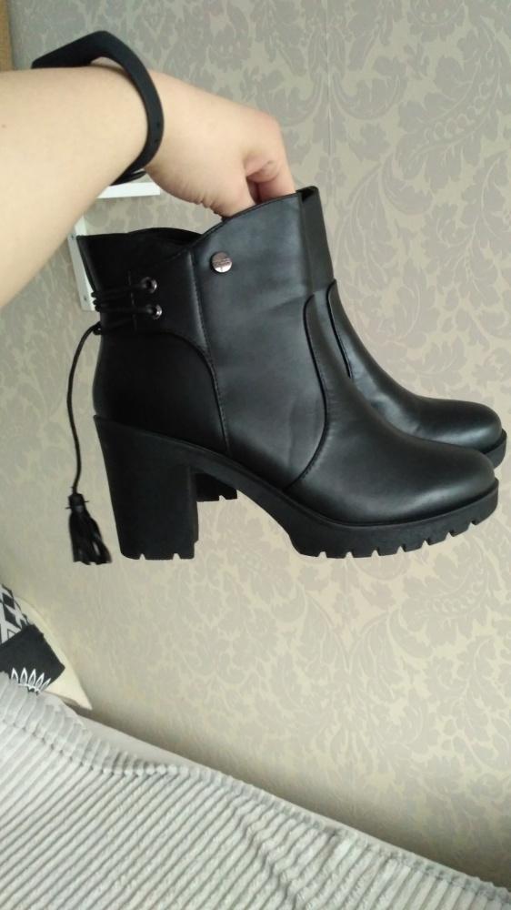 Nowe czarne botki na obcasie