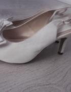 Białe buciki pantofle ślub wesele 375