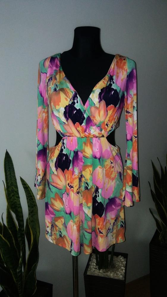 Kolorowa sukienka w kwiaty szerokie rękawy