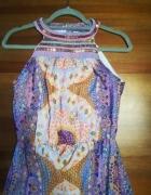Maxi sukienka w piękny print zdobiony dekolt...