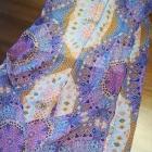 Maxi sukienka w piękny print zdobiony dekolt