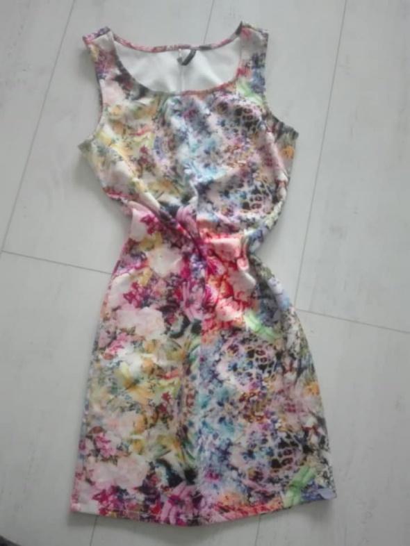 Kolorowa sukienka...