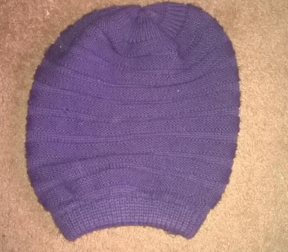 Fioletowa czapka zimowa