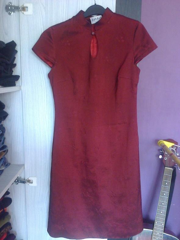 bordowa sukienka w japońskim stylu