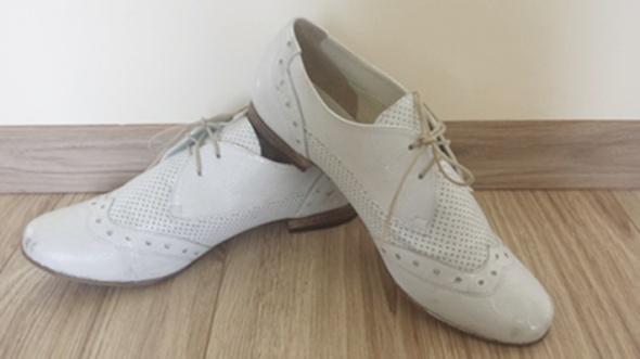 skórzane srebrne buty
