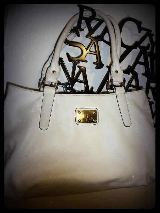 Biała torebka a la shopperka