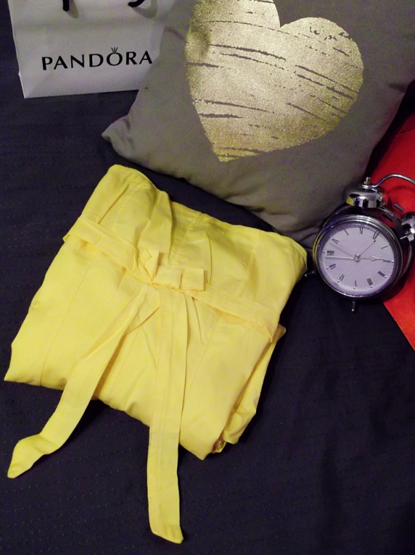 żółta sukienka bombka Stradivarius rozmiar S...