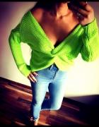 Mega neonowy zielony sweterek gołe ramiona...