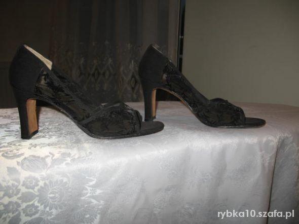 czarne eleganckie z koronką