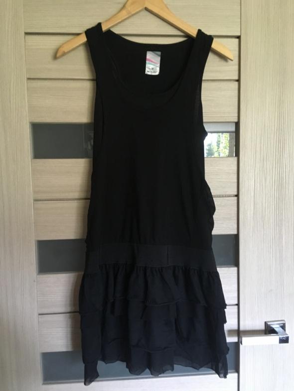 Rockowa sukienka z falbankami