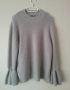 Szary sweter basic...