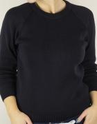 Czarny elegancki sweterek...