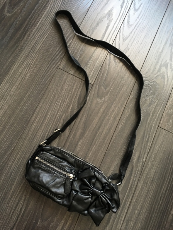 HM nowa śliczna czarna torebka saszetka