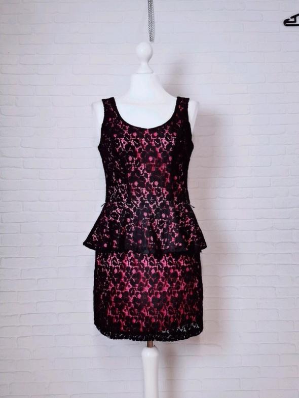 8 36 S Heart Soul Różowa sukienka naszywana czarną koronką
