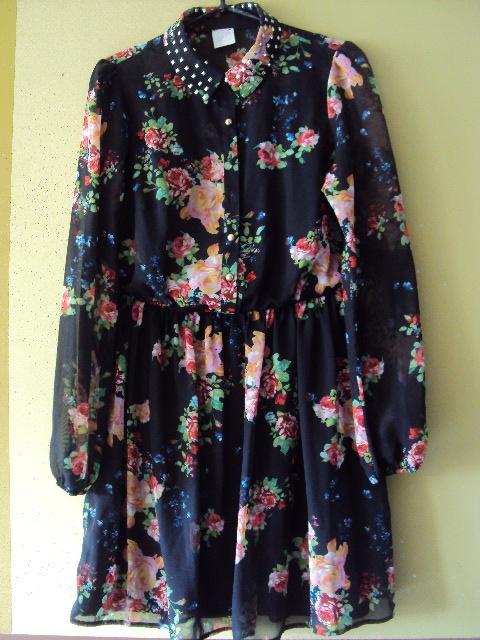 czarna sukienka w kwiatuszki...