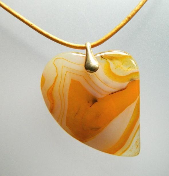 Kremowo żółte serce agat i złoto wisiorek...