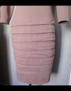 Śliczna sukienka w kolorze stonowanego brudnego różu...