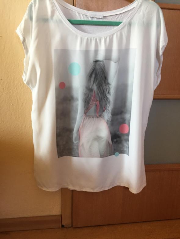 Biały tshirt z nadrukiem Promod...