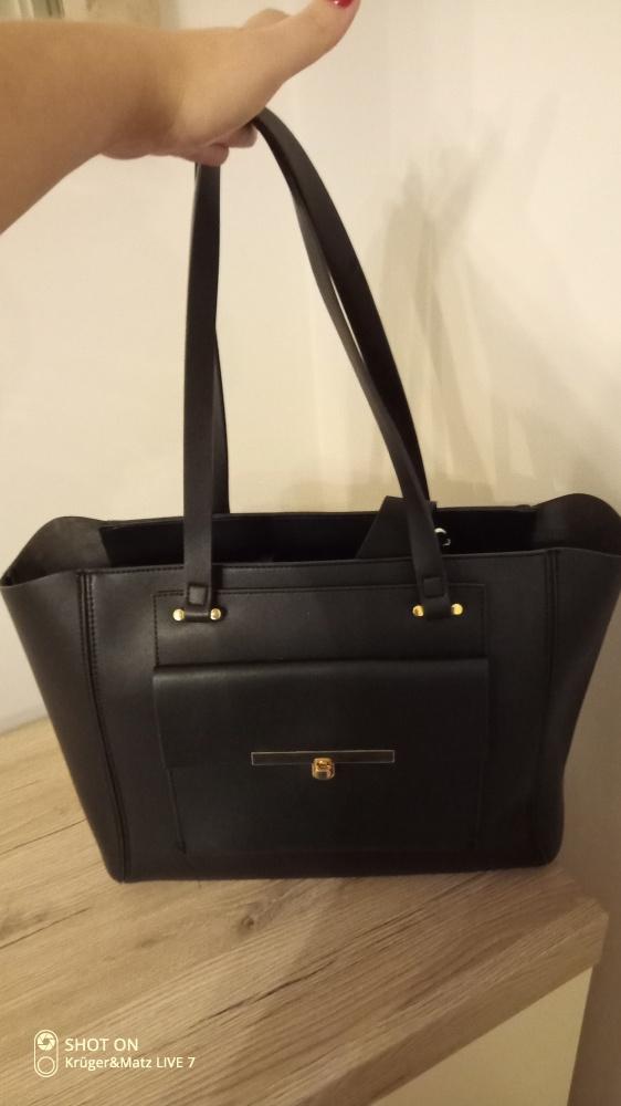 Czarna pojemna torba
