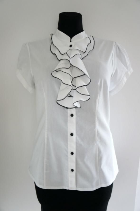 Elegancka biała bluzka z żabotem krótki rękaw...