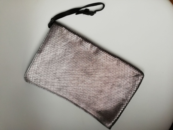 Torebka Zara srebrna metaliczna skóra duża kopertówka skórzana