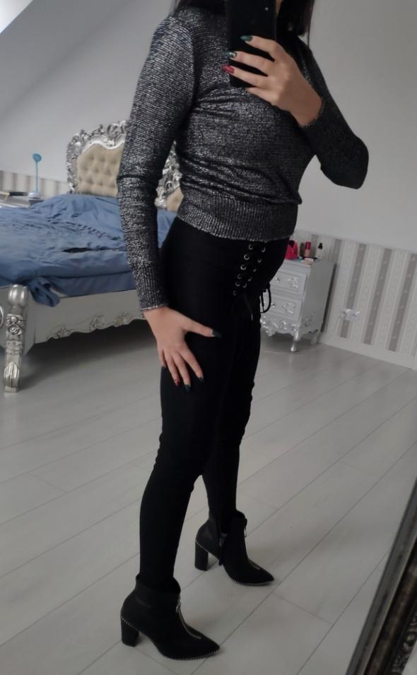 Mega krótszy sweterek ze srebrną nitką stalowy