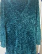 Puszysty włochaty sweter