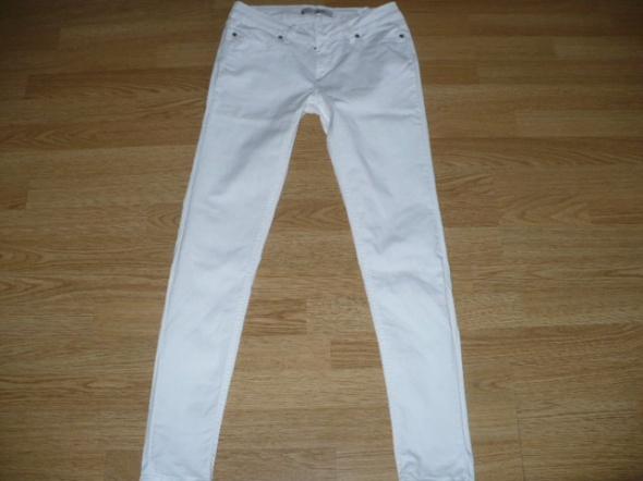 Spodnie białe Zara